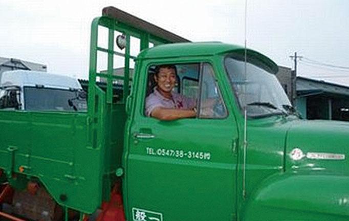今度はこのトラックに乗ってもらい写真撮影!